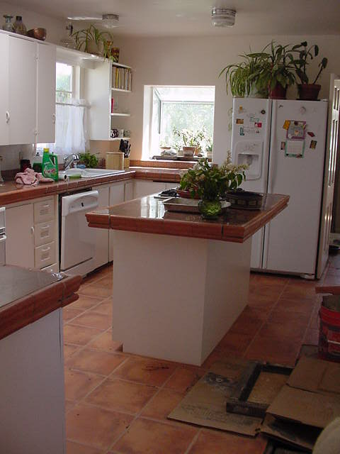 Terra cotta tile kitchen modern kitchen designs for Terracotta kitchen ideas
